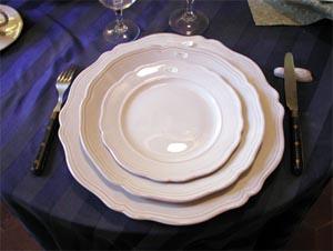 Service de table émail blanc stannifère