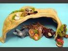 La nativité dans la grotte ATELIER AUTOUR DE LA TERRE - Fabricant à - Santons et Crèches