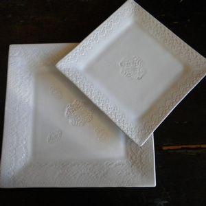Assiettes carrées dentelles plates