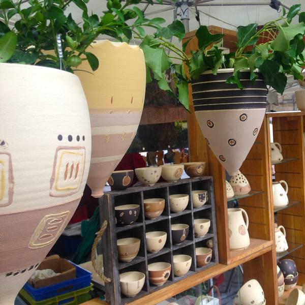 collection jardin suspension de plantes ateliers de poterie pozemo fabricant jarre et. Black Bedroom Furniture Sets. Home Design Ideas