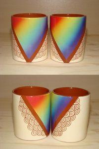 Tasses à espresso blanches et arc-en-ciel